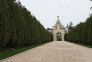 The entrace driveway into Oheka Castle